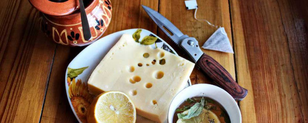 Enjoy Cheese with Tea Not Wine for a Taste Sensation